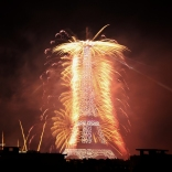 paris_fireworks_bastilleday01